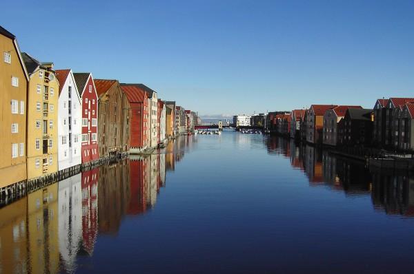Source: http://upload.wikimedia.org/wikipedia/commons/d/d3/TrondheimNidelva-improved.jpg