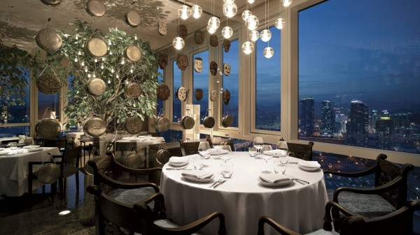 xPark-Hyatt-Busan-Dining-Room-Night-1280x720.jpg.pagespeed.ic.DcWQHBWdga